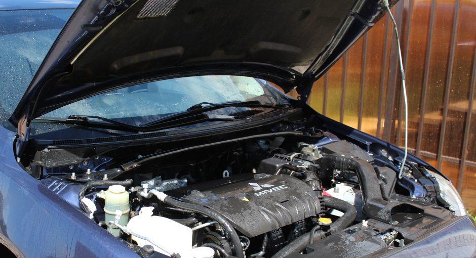 Comment vérifier et remplacer les liquides dans une voiture